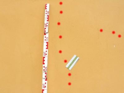 Schwindrisse im Putz und Mauerwerk optische Unregelmäßigkeit, bedingt tolerierbar bis 0,3 mm Rißweite,