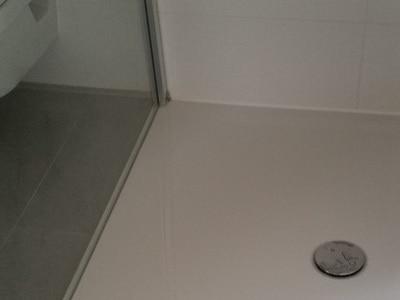 Baubgleiter Baubgleitung Bad Dusche prüfen