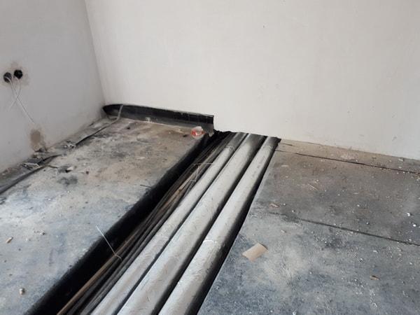 Rohinstallation der Heizungs-, Sanitäranlagen und Elektroarbeiten