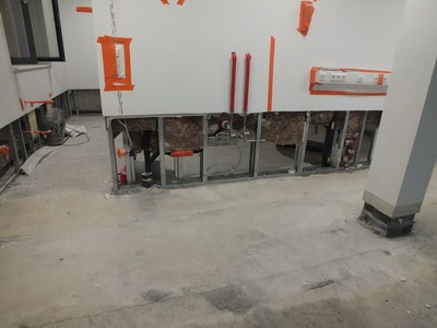 Fußboden, Wandsockel & Dämmung entfernen nach Wasserschaden